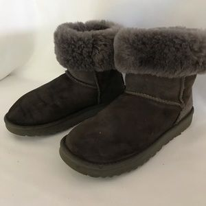 Ugg classic short boot in grey suede size 7